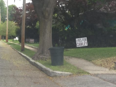 Neighbors express opposing viewpoints with signs in this Highland neighborhood near the Daley School. Listen to the podcast about the debate.